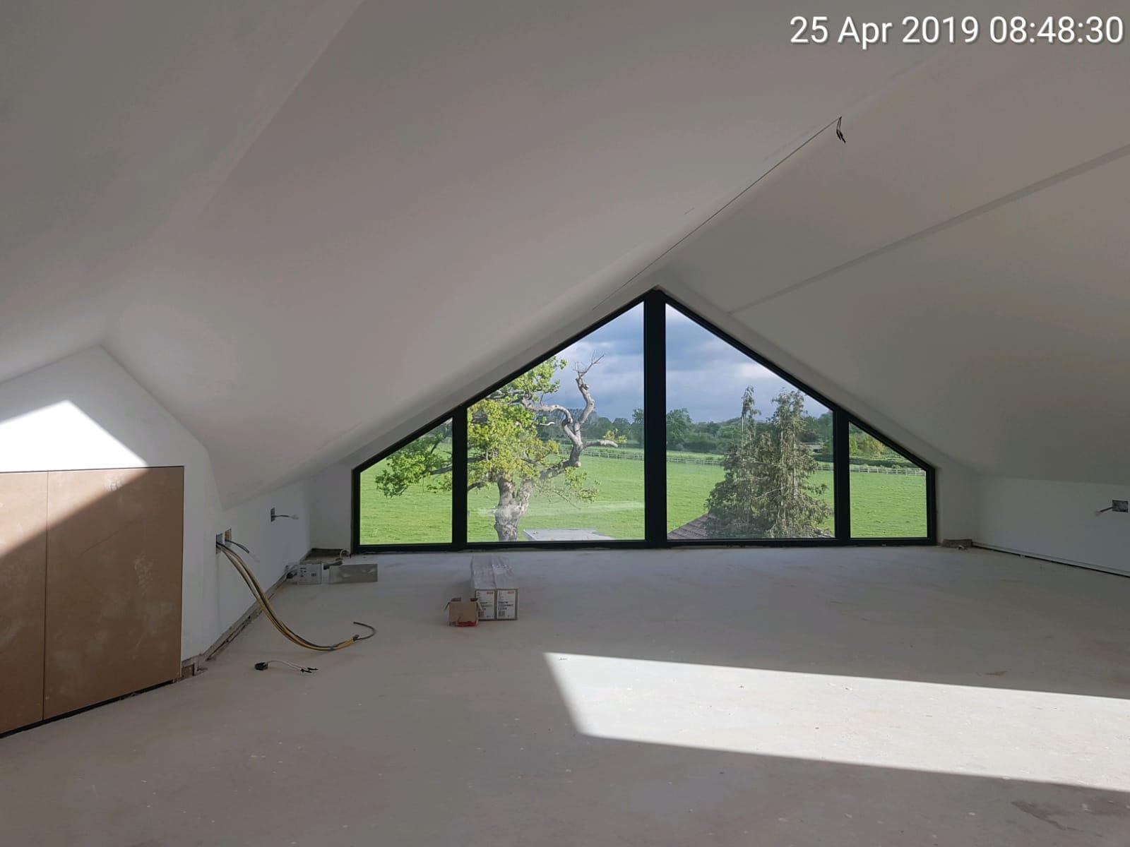 trójkątne okno aluminiowe