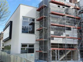 budowa fasady i wymiana stolarki aluminiowej