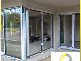 okna aluminiowe bezpieczne antywłamaniowe montaż w budynku hotelu