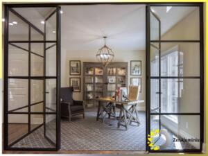 ścianka do wnętrza w stylu loftowym lub wiktoriańskim z drzwiami obustronnie otwieranymi do wewnątrz
