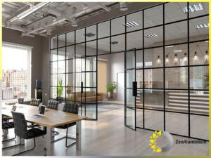 aluminiowa całoszklana ściana w restauracji hali lub stajni