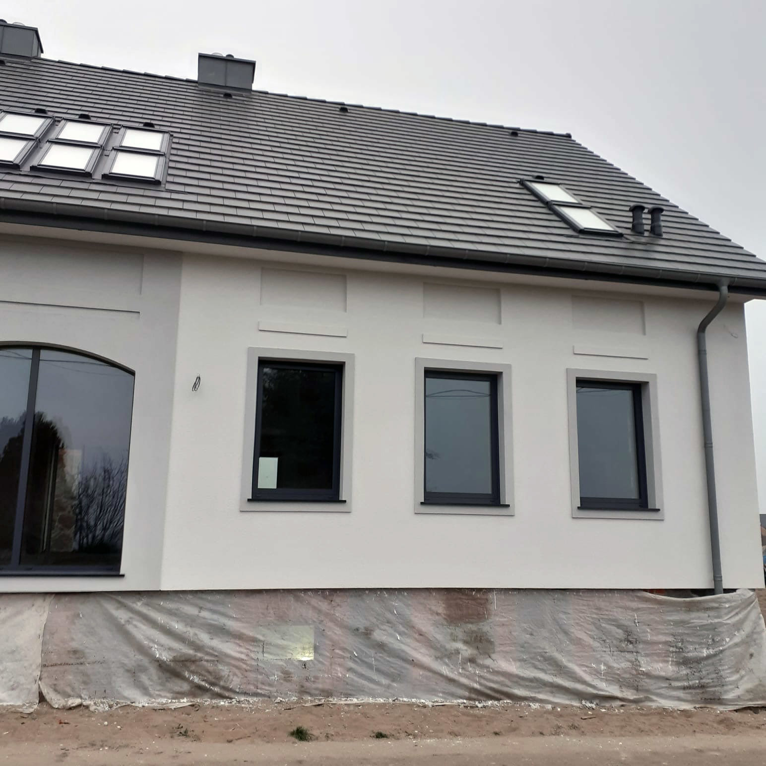 Okna w domku poniemieckim